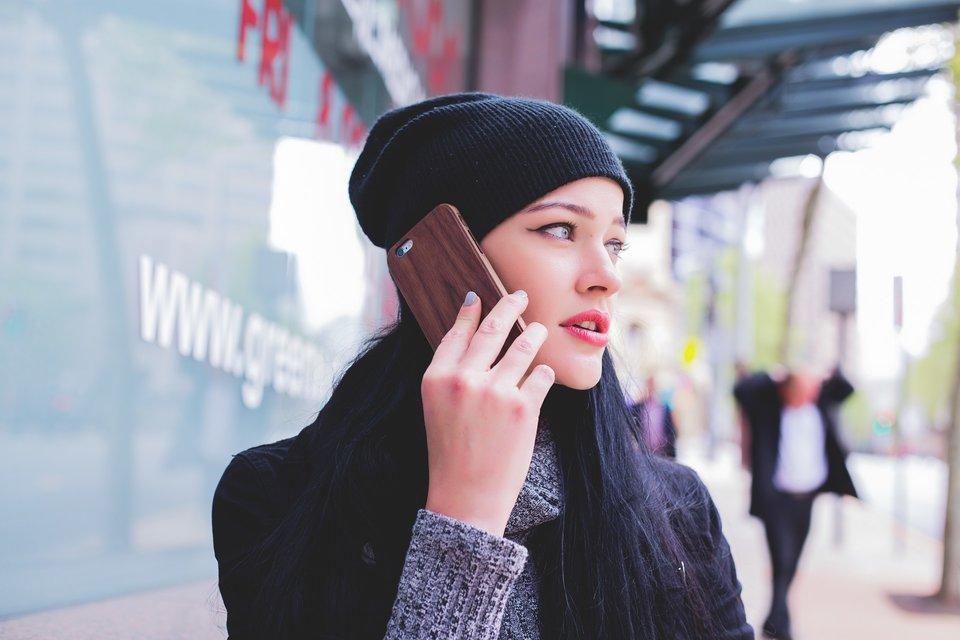 להכיר דרך הטלפון
